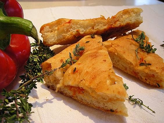 roasted-red-pepper-and-goat-cheese-focaccia-003