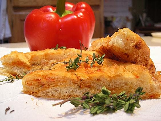 roasted-red-pepper-and-goat-cheese-focaccia-007