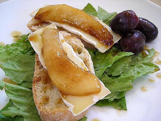 glazed-pear-and-camembert-004